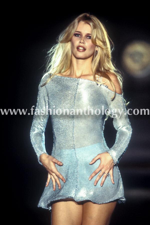 Claudia Schiffer, Gianni Versace, 1994.