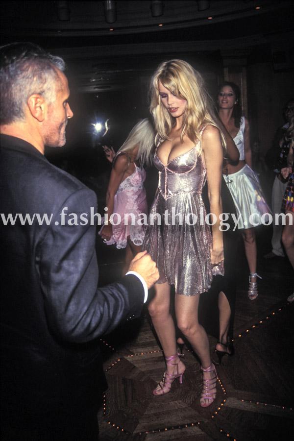 Claudia Schiffer, soirée Gianni Versace au Ritz, 1994.