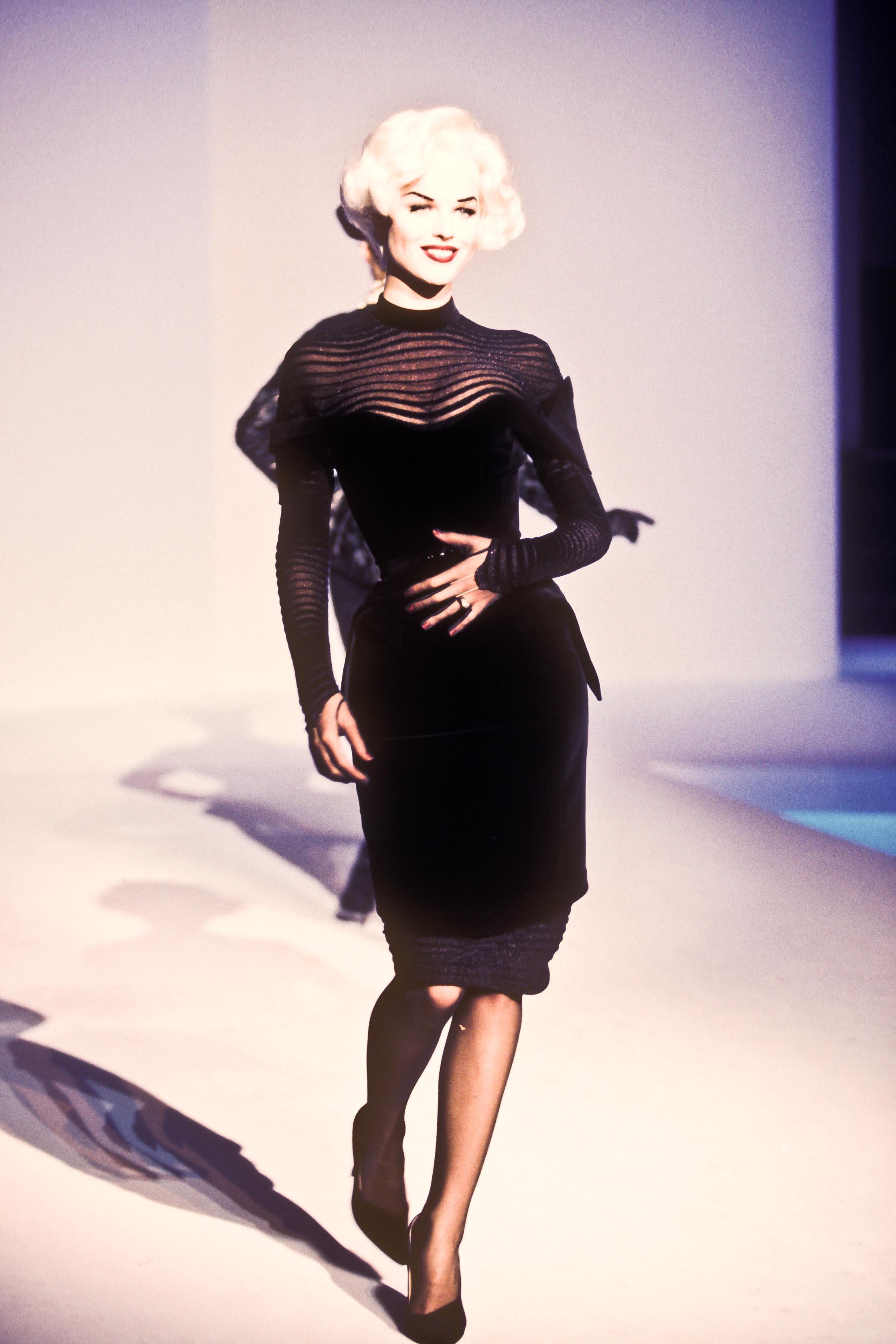 Thierry mugler winter 1995 eva herzigova the fashion for A travers le miroir thierry mugler