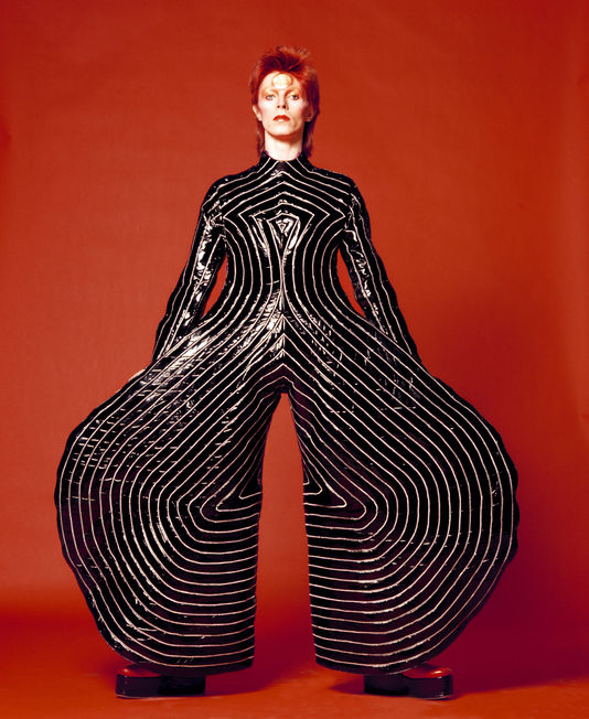 Costume pour le disque Aladdin Sane de David Bowie, par Kansaï Yamamoto, 1973. Photo Sukita, The D Bowie Archive.